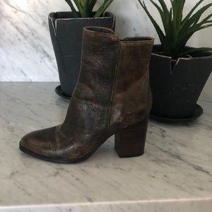 Donald Pliner Sonoma booties size 7